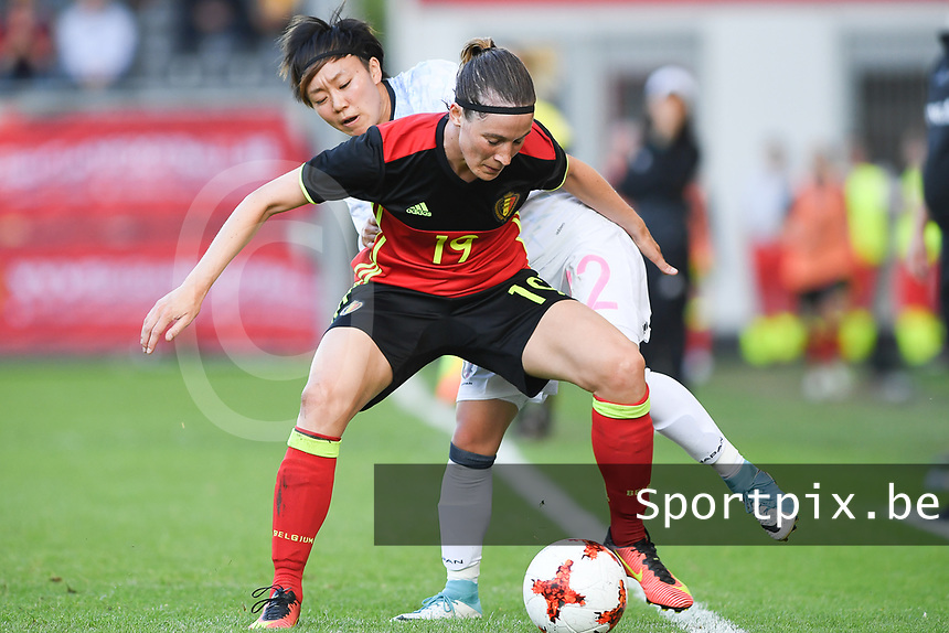 20170613 - LEUVEN ,  BELGIUM : Belgian Imke Courtois pictured defending the ball from Japanese Ami Sugita (behind) during the friendly female soccer game between the Belgian Red Flames and JAPAN , a friendly game in the preparation for the European Championship in The Netherlands 2017  , Tuesday 13 th June 2017 at Stadion Den Dreef  in Leuven , Belgium. PHOTO SPORTPIX.BE | DAVID CATRY