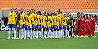ATENÇÃO EDITOR FOTO EMBARGADA PARA VEÍCULOS INTERNACIONAIS - SAO PAULO, SP, 09 DE DEZEMBRO DE 2012 - TORNEIO INTERNACIONAL CIDADE DE SÃO PAULO - BRASIL x PORTUGAL: As duas equipes durante partida Brasil x Portugal, válido pelo Torneio Internacional Cidade de São Paulo de Futebol Feminino, realizado no estádio do Pacaembú em São PauloFOTO: LEVI BIANCO - BRAZIL PHOTO PRESS