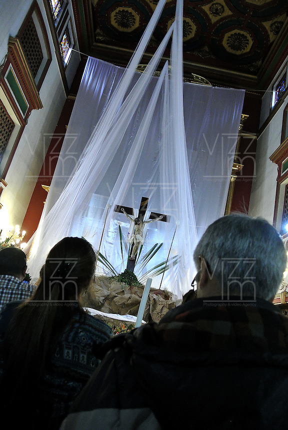 SISGA -COLOMBIA. 18-04-2014. Aspecto de los devotos católicos visitando la iglesia de San Francisco Ligorio hoy jueves, 18 de abril de 2014, después de los actos del Viacrucis que se realiza en el marco de la Semana Santa. Aspect of the Catholic devotees visiting the church of San Francisco Ligorio today, April 18 of 2014, after the Ordeal acts performed in the context of Holy Week  Photo: VizzorImage/ Gabriel Aponte / Staff