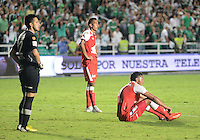 CALI -COLOMBIA, 15-06-2013. Jugadores de Independiente Santa Fe reaccionan después del partido en contra del Deportivo Cali en los cuadrangulares finales F1 de la Liga Postobón 2013-1 jugado en el estadio Pascual Guerrero de la ciudad de Cali./ Independiente Santa Fe's players react after the match against Deportivo Cali during final quadrangular 1th date of Postobon  League 2013-1 at Pascual Guerrero stadium in Cali city. Photo: VizzorImage/ Juan Carlos Quintero/STR