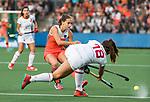 AMSTELVEEN -  Kelly Jonker (Ned) met Julia Pons (Spa)    tijdens Nederland - Spanje (dames) bij de Rabo EuroHockey Championships 2017.  COPYRIGHT KOEN SUYK