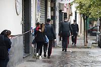 un Uomo Pasquale De Falco ha ucciso la madre e si &egrave; barricato in casa.Dopo 8 ore un blitz dei carabiniere e riuscito a stanarlo dall appartamento in cui si era asseragliato <br /> Qualiano NA