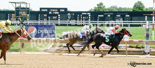 Overlook winning at Delaware Park on 7/21/14