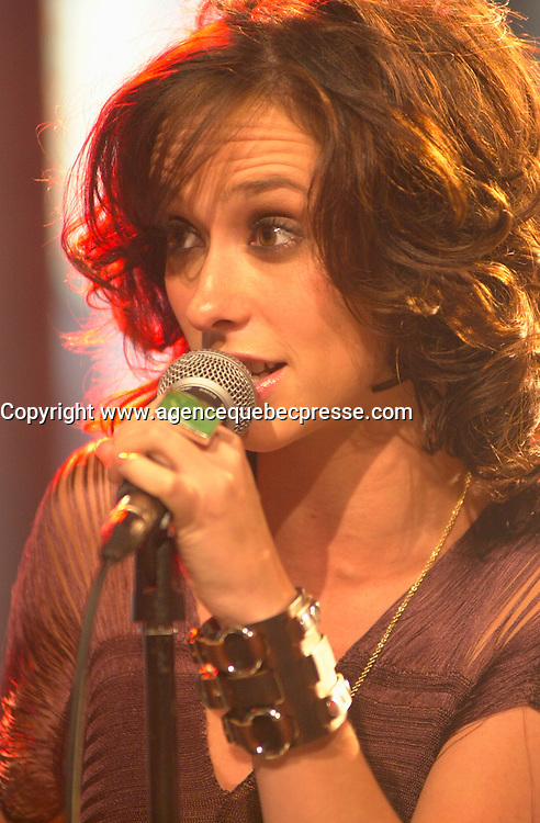 August 19 . 2002, Montreal, Quebec, Canada; <br /> <br /> Actress and Singer Jennifer Love Hewitt sing a song  during an interview about her latest album BARENAKED<br /> August 19  2002, Montreal, CANADA.<br /> <br /> <br /> <br /> <br /> <br /> <br /> (Mandatory Credit: Photo by Pierre Roussel - Images Distribution (&copy;) Copyright 2002 byPierre Roussel<br /> <br /> NOTE :  D-1 H original JPEG, saved as Adobe 1998 RGB.<br />  Uncompressed and uncropped original  size file available on request.