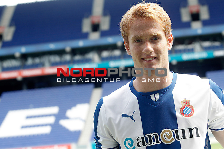 Espanyol's new player Alex Fernandez during his official presentation. August 29, 2013. Foto © nph / Acero)