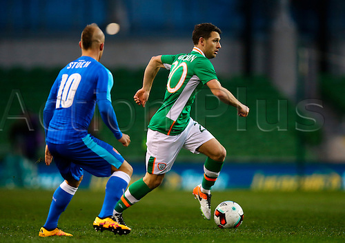 29.03.2016. Aviva Stadium, Dublin, Ireland. International Football Friendly Rep. of Ireland versus Slovakia. <br /> Wes Hoolahan (Rep. of Ireland) cuts inside Miroslav Stoch (Slovakia).