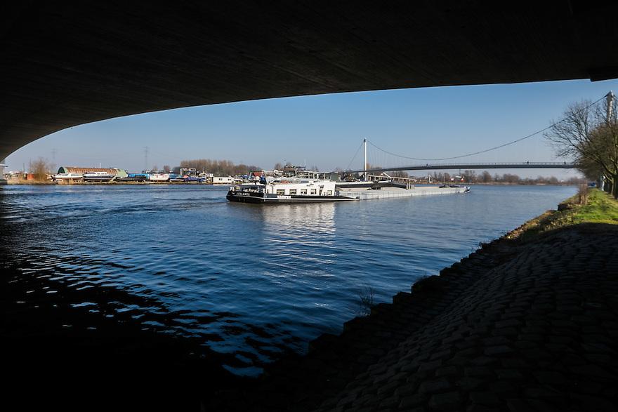 Nederland, Amsterdam, 13 feb 2015<br /> Zeeburgerbrug van de Ring A 10<br /> Foto: (c) Michiel Wijnbergh
