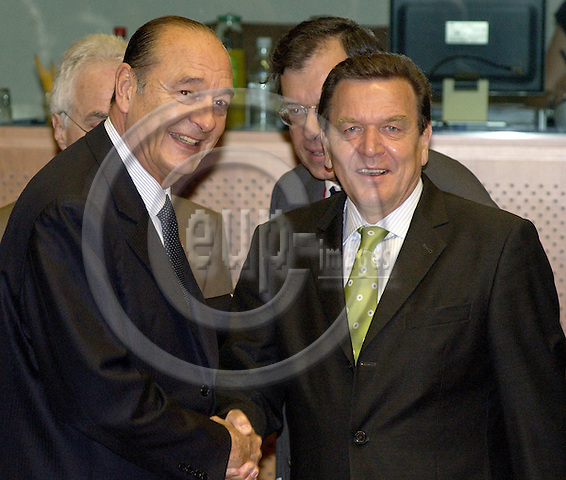 Brussels-Belgium - 17 June 2005---European Summit / Council meeting of European Heads of State/Government and their Foreign Ministers on their second day; here, Jacques CHIRAC (le), President of France, with Gerhard SCHROEDER (Schröder) (ri), Federal Chancellor of Germany---Photo: Horst Wagner/eup-images