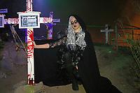 Melissa Steidler besuchte den Friedhof der Burg Frankenstein als Todesfee - Mühltal 03.11.2018: Halloween auf der Burg Frankenstein