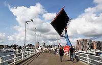 Zaandam-  Brug bij Het Eiland .  De William Pontbrug is een scheve staartbrug. Rivier de Zaan