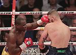 Adonis Stevenson venció por nocaut técnico en el segundo asalto a Andrzej Fonfara. Título mundial semipesado del CMB.