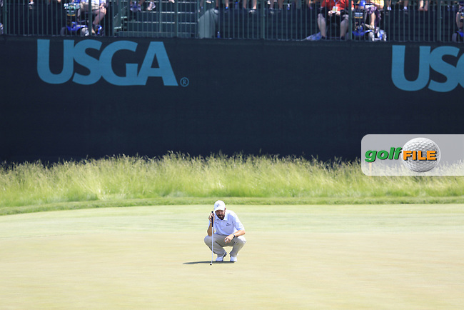 Thomas Aiken (RSA) lines up his putt on the 6th green during Friday's Round 2 of the 117th U.S. Open Championship 2017 held at Erin Hills, Erin, Wisconsin, USA. 16th June 2017.<br /> Picture: Eoin Clarke | Golffile<br /> <br /> <br /> All photos usage must carry mandatory copyright credit (&copy; Golffile | Eoin Clarke)