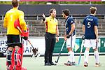 AMSTELVEEN  -  scheidsrechter Bo Verwer.  Hoofdklasse hockey dames ,competitie, heren, Amsterdam-Pinoke (3-2)  . COPYRIGHT KOEN SUYK