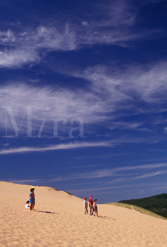 AJ2793, Sleeping Bear Dunes, sand dune, Michigan, People walking down the steep towering sand dune (a perched dune) at Sleeping Bear Dunes National Lakeshore in the state of Michigan.