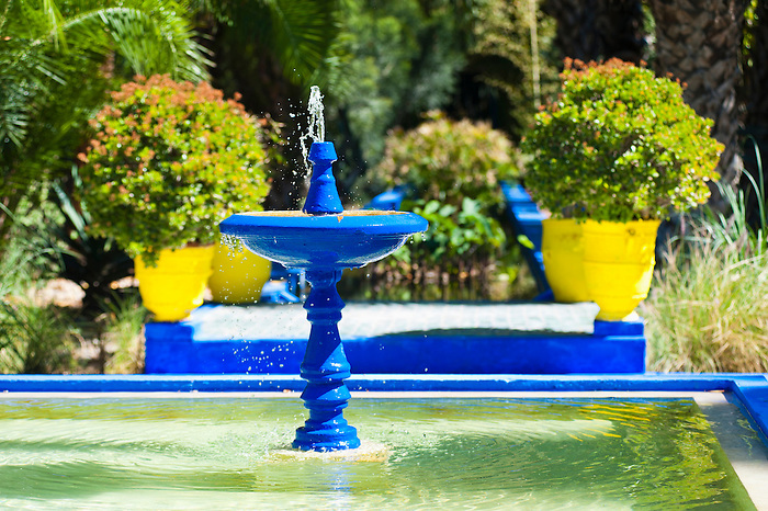Blue fountain at majorelle garden aka garden of yves for Le jardin yves saint laurent marrakech