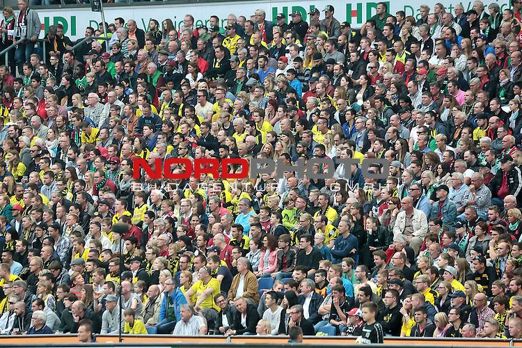 14.12.2014, Volkswagen Arena, Wolfsburg, GER, DFB-Supercup, VfL Wolfsburg vs FC Schalke 04, im Bild<br /> <br /> <br /> Han96 Zuschauer auf der Westtrib&uuml;ne<br /> <br /> Foto &copy; nordphoto / Rust