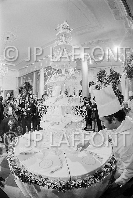 12 Jun 1971, Washington, DC, USA --- Wedding Cake for Tricia Nixon and Edward Cox --- Image by © JP Laffont