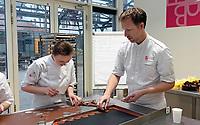 Nederland Zaandam - 2019.    Docent en studente aan het werk in het Bakery Institute in de oude Verkadefabriek.     Foto mag niet in negatieve / schadelijke context gepubliceerd worden.       Het Bakery Institute is een particuliere opleiding voor iedereen die zich wil ontwikkelen in het bakkersvak.