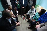 Osasco,SP - 28.07.2014 - INAUGURA&Ccedil;&Atilde;O COMIT&Ecirc; CASA DE EDUARDO E MARINA EM OSASCO EDUARDO CAMPOS E MARINA SILVA -  Foi inaugurada nesta manh&atilde; de segunda feira(28) o comit&ecirc; intitulado casa de Eduardo e Marina do candidato a presidente Eduardo Campos com presen&ccedil;a de sua vice Marina Silva em uma comunidade carente Jd. Alian&ccedil;a em Osasco.<br />na foto de camisa azul a dona da Casa do Maria e seu esposo sr. Edvaldo de busa cinza<br />- (Foto: Aloisio Mauricio / Brazil Photo Press)
