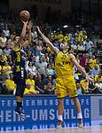 15.05.2018, EWE Arena, Oldenburg, GER, BBL, Playoff, Viertelfinale Spiel 4, EWE Baskets Oldenburg vs ALBA Berlin, im Bild<br /> <br /> Mickey McCONNELL (EWE Baskets Oldenburg #32)<br /> Franz WAGNER (ALBA Berlin #22 )<br /> Foto &copy; nordphoto / Rojahn