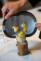 Europe/Espagne/Catalogne/Catalogne/Gérone: Ces petites sphères exquises, servies en amuse-gueule, content, en liminaire, les saveurs du monde: du Mexique, du Pérou, de Thaïlande, du Maroc ou du Japon. recette des frères Roca, Le Celler de Can Roca - - Restaurant: El Celler de Can Roca à la deuxième place de la liste The World's 50 Best Restaurants