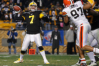 PITTSBURGH, PA - DECEMBER 08:  Ben Roethlisberger #7 of the Pittsburgh Steelers throws a 79 yard touchdown pass to teammate Antonio Brown #84 against the Cleveland Browns during the game on December 8, 2011 at Heinz Field in Pittsburgh, Pennsylvania.  (Photo by Jared Wickerham/Getty Images)
