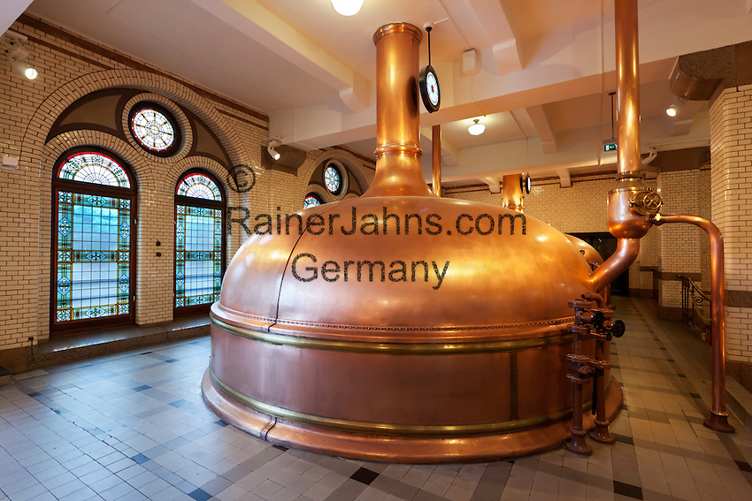 Netherlands, North Holland, Amsterdam: Heineken Historic Brewery (Heineken Brouwerij). Wort kettles for cooking the wort   Niederlande, Nordholland, Amsterdam: historische Heineken  Brauerei. Braukessel