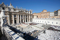 Una veduta della cerimonia di beatificazione di Papa Paolo VI  celebrata da Papa Francesco in Piazza San Pietro, Citta' del Vaticano, 18 settembre 2014. La messa conclude un Sinodo di due settimane sul tema della famiglia.<br /> A view of St. Peter's square during the beatification ceremony of Pope Paul VI celebrated by Pope Francis at the Vatican, 18 October 2014. The mass closes a two-week synod on family issues.<br /> UPDATE IMAGES PRESS/Riccardo De Luca<br /> <br /> STRICTLY ONLY FOR EDITORIAL USE