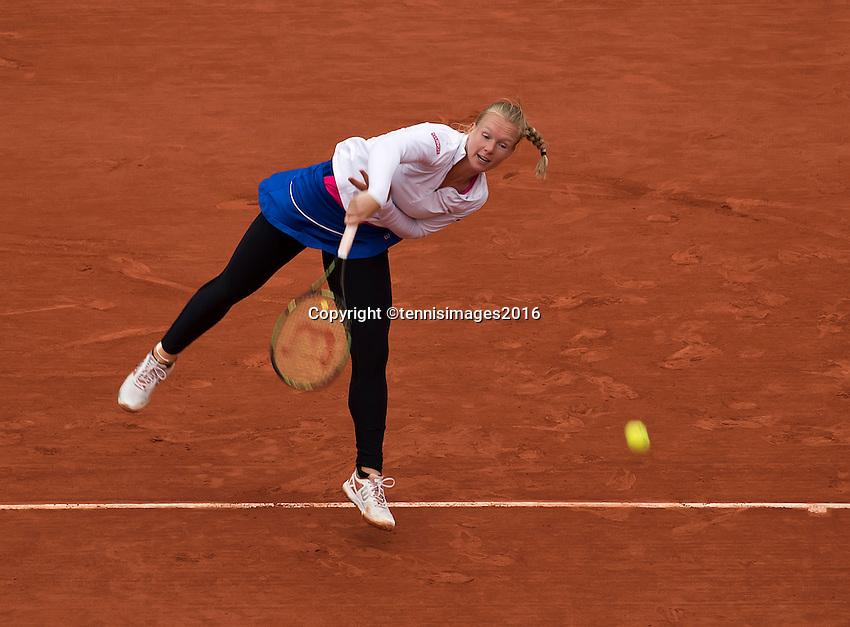 Paris, France, 03 June, 2016, Tennis, Roland Garros, Semifinal women, Kiki Bertens (NED) serves the ball in her match against Serena Williams (USA)<br /> Photo: Henk Koster/tennisimages.com