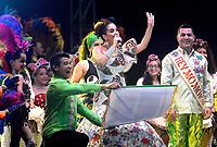 BARRANQUILLA - COLOMBIA, 21-01-2018:Con la lectura del bando por parte de la reina del Carnaval del 2018,Valeria Abuchaibe Rosales, queda oficialmente abierta la fiesta del Carnaval de Barranquilla 2018. Con un majestuoso espectáculo denominado 'Tributo a Barranquilla', en el cual se hizo un recorrido dancistico y musical por los ritmos del Caribe colombiano, la soberana hizo gala de sus cualidades para el baile. <br /> El evento realizado en la Plaza de la Paz sirvió para que el alcalde de la ciudad, Alejandro Char Chaljub, entregara las llaves de la ciudad a la reina y los bastones de mando al Rey Momo, Ricardo Sierra u a los reyes del carnaval de los niños, Samuel Martínez Alcázar y Shadya Londoño.. /With the reading of the side by the Queen of Carnival of 2018, Valeria Abuchaibe Rosales, is officially open the Carnival party of Barranquilla 2018. With a majestic show called 'Tribute to Barranquilla', which was a dance tour and musical by the rhythms of the Colombian Caribbean, the sovereign showed off her qualities for dancing.<br /> The event held in the Plaza de la Paz served for the mayor of the city, Alejandro Char Chaljub, to hand over the keys of the city to the queen and the batons of command to King Momo, Ricardo Sierra or the kings of the children's carnival , Samuel Martínez Alcázar and Shadya Londoño.: Vizzorimage / Alfonso Cervantes / Contribuidor