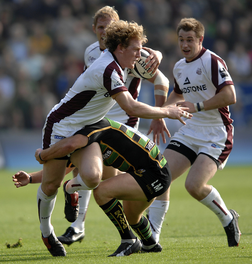 Photo: Richard Lane..Northampton Saints v Leicester Tigers. Guinness Premiership. 14/10/2006. .Tigers' Sam Vesty attacks.