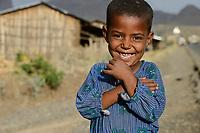 ETHIOPIA, Amhara, smiling boy in village near Gondar / AETHIOPIEN, Amhara, Gonder, Junge in einem Dorf