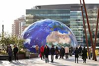 Nederland Utrecht - 2018. Climate Planet Utrecht. In de grote wereldbol, waar plek is voor driehonderd bezoekers, zal onder meer een film worden getoond om bezoekers bewuster te maken van klimaatverandering. Ook de Global Goals, zeventien doelen die door de Verenigde Naties in het leven zijn geroepen, zijn onderdeel van de tentoonstelling.  Foto Berlinda van Dam / Hollandse Hoogte