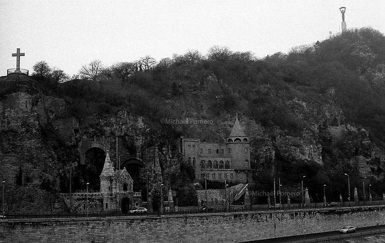 (19...25).12. 2013     Budapest (Hungary)<br /> <br /> Statue de la libert&eacute; sur la montagne de Buda.<br /> <br /> Statue of liberty in Buda mountain.