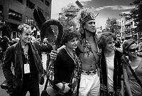 FILE PHOTO - le Photographe Jacques Nadeau<br />  et des Mohawks<br /> <br /> PHOTO :  Andre Boucher - Agence quebec Presse<br /> <br /> HI RES Sur demande - aucune restriction
