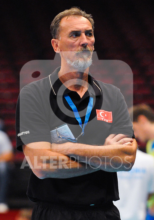 12.09.2011, Stadthalle, Wien, AUT, CEV, Europaeische Volleyball Meisterschaft 2011, Tuerkei vs Slowenien, im Bild Veljko Basic, (TUR, Headcoach) // during the european Volleyball Championship Turkey vs Slovenia, at Stadthalle, Vienna, 2011-09-12, EXPA Pictures © 2011, PhotoCredit: EXPA/ M. Gruber