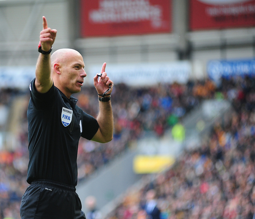 Referee Howard Webb <br /> <br /> Photographer Chris Vaughan/CameraSport<br /> <br /> Football - Barclays Premiership - Hull City v Everton - Sunday 11th May 2014 - Kingston Communications Stadium - Hull<br /> <br /> &copy; CameraSport - 43 Linden Ave. Countesthorpe. Leicester. England. LE8 5PG - Tel: +44 (0) 116 277 4147 - admin@camerasport.com - www.camerasport.com