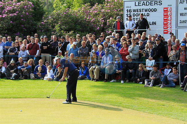 Lee Westwood (ENG) putts as joint leader on the 17th green during the Final Day of the BMW PGA Championship at Wentworth Club, Surrey, England, 29th May 2011. (Photo Eoin Clarke/Golffile 2011)