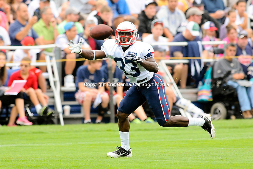July 28, 2013 - Foxborough, Massachusetts, U.S. - New England Patriots running back Leon Washington (33) reaches out to make a catch during day 4 of the New England Patriots training camp held at Gillette Stadium in Foxborough Massachusetts.   Eric Canha/CSM