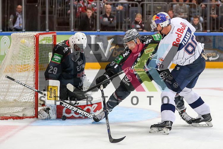 Muenchens Jerome Flaake (Nr.90) macht fast das Tor gegen Koelns Moritz Mueller (Nr.91) und Koelns Gustaf Wesslau (Nr.29)  beim Spiel der DEL, Koelner Haie (dunkel) - EHC Red Bull Muenchen (weiss).<br /> <br /> Foto &copy; PIX-Sportfotos *** Foto ist honorarpflichtig! *** Auf Anfrage in hoeherer Qualitaet/Aufloesung. Belegexemplar erbeten. Veroeffentlichung ausschliesslich fuer journalistisch-publizistische Zwecke. For editorial use only.