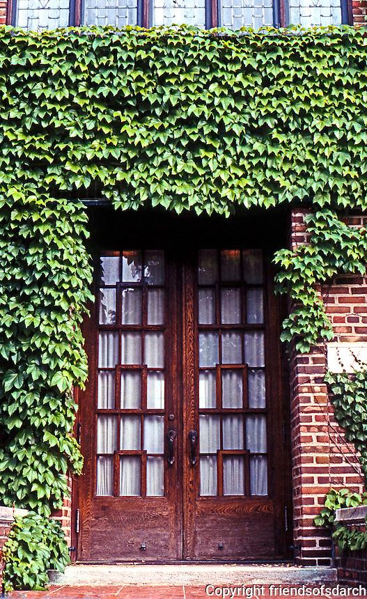 Eliel Saarinen: Milles House, Cranbrook, 1930. Entrance. Photo '97.