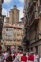 Espagne, Navarre, Pampelune: Fêtes de San Fermín , et   l' église de San Saturnino //  Spain, Navarre, Pamplona: Festival of San Fermín,    and  San Saturnino Church