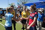 NIJMEGEN -  scheidsrechter Maartje de Bruijn, met Eva den Hartog (Huizen) en links Kirsten Klop (Nijm.) voor    de tweede play-off wedstrijd dames, Nijmegen-Huizen (1-4), voor promotie naar de hoofdklasse.. Huizen promoveert naar de hoofdklasse.  COPYRIGHT KOEN SUYK