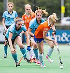 BLOEMENDAAL - Josien Galama (Bl'daal) met links Femke Bijen (HGC) , 2e play out wedstrijd tussen Bloemendaal-HGC dames (2-0). COPYRIGHT KOEN SUYK