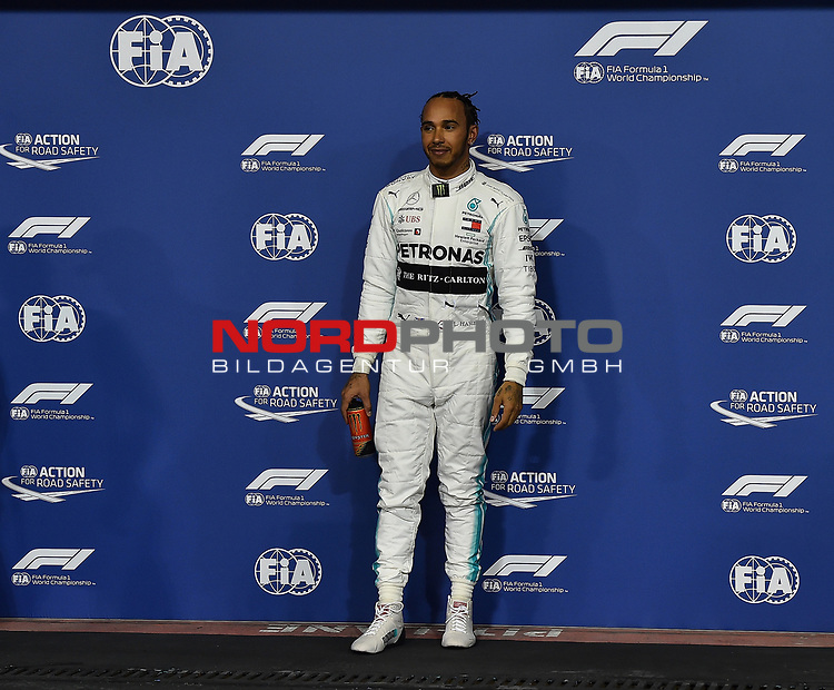 30.11.2019, Yas Marina Circuit, Abu Dhabi, FORMULA 1 ETIHAD AIRWAYS ABU DHABI GRAND PRIX 2019<br />, im Bild<br />Poleposition für Lewis Hamilton (GB#44), Mercedes-AMG Petronas Motorsport<br /> <br /> Foto © nordphoto / Bratic