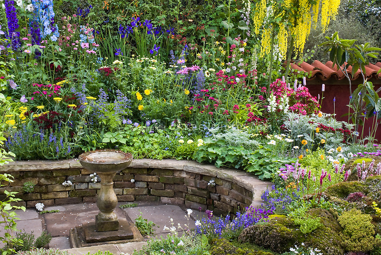 Circular raised garden bed ideas flowers gallery for Circular raised garden bed ideas