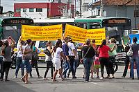 ATENÇÃO EDITOR: FOTO EMBARGADA PARA VEÍCULOS INTERNACIONAIS SÃO PAULO,SP,30 NOVEMBRO 2012 - PROTESTO CRECHE FECHADA - Moradores fecharam na manha desta sexta feira a  Av.Luiz Ignacio de Anhaia Melo  e a Rua Ibitirama para protestar contra o fechamento de duas creches na região da Vila Prudente.(FOTO: ALE VIANNA -BRAZIL PHOTO PRESS).
