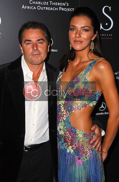Christopher Knight and Adrianne Curry<br />at the Grand Opening of Social Hollywood. Social Hollywood, Hollywood, CA. 06-27-06<br />Dave Edwards/DailyCeleb.com 818-249-4998