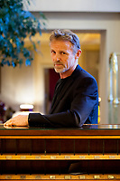 Jo Nesbo, author of the Harry Hole detective crime novels including The Bat, The Snowman and more bestselling thrillers,. L'ultimo libro di Jo Nesbø è Macbeth, un thriller al fulmicotone che ha per protagonista un nuovo detective, shakespeariano sin dal nome. Como 8 dicembre 2018. © Leonardo Cendamo