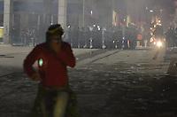 SÃO PAULO 18 JUNHO 2013 - PROTESTO CONTRA O AUMENTO DE TARIFA DE ONIBUS SP- Tropa de choque chega a praça do Patriarca ao lado do predio da prefeitura de São Paulo na noite desta terça feira (18). É a 6ª manifestação organizada pelo MPL (Movimento Passe Livre) que reivindica a redução da passagem de ônibus na cidade de São Paulo. FOTO: LEVI BIANCO - BRAZIL PHOTO PRESS